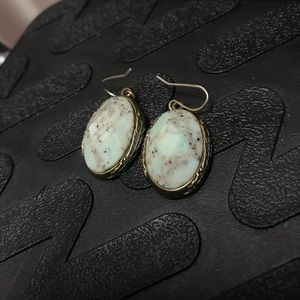 Lucky Brand stone earring with feather back